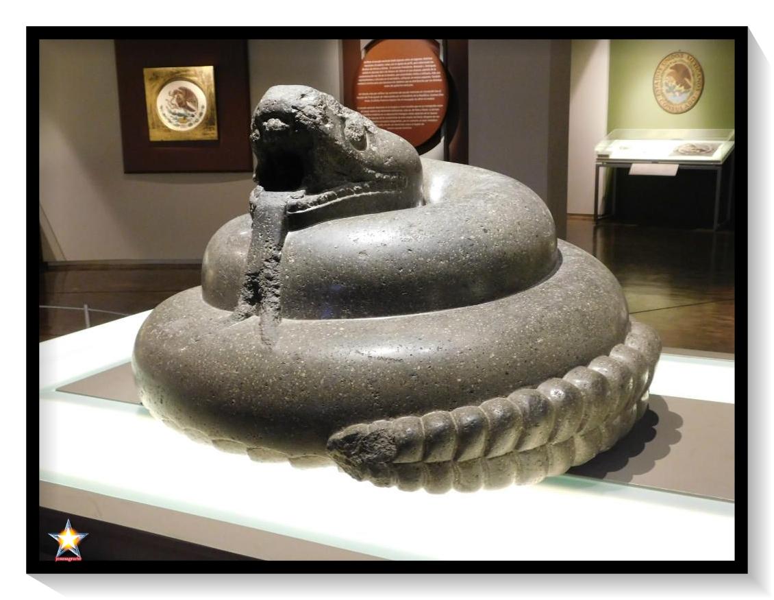 La serpiente Kundalini enroscada tres vueltas y media